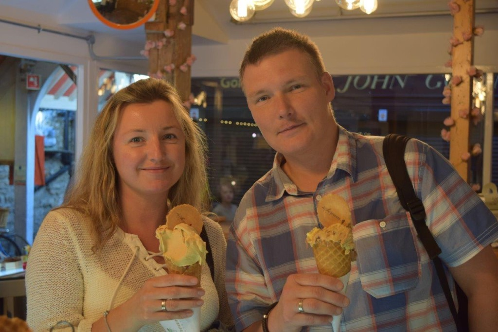 This nice couple enjoyed their iScreams
