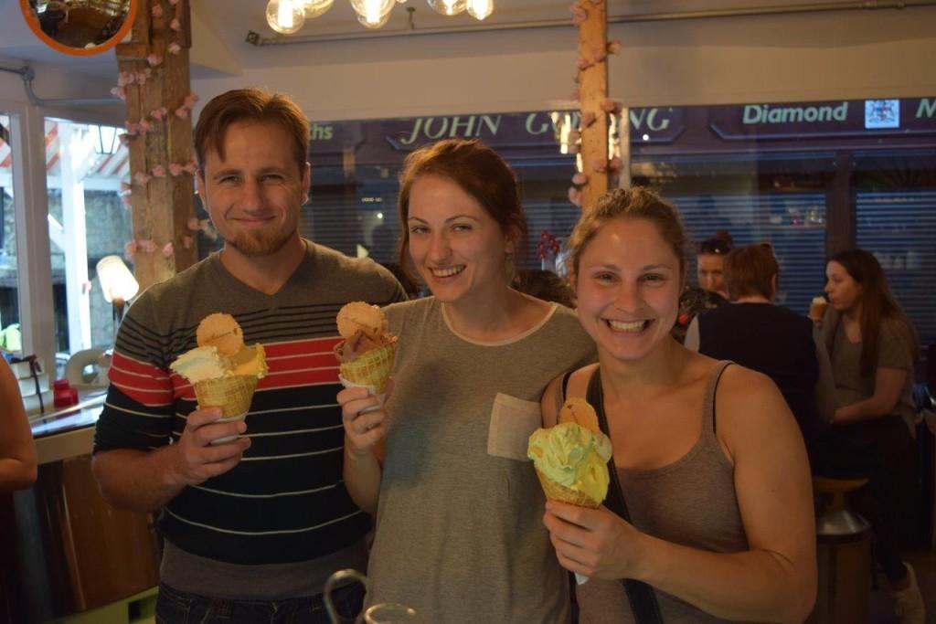 Three big smiles for three big Screamers