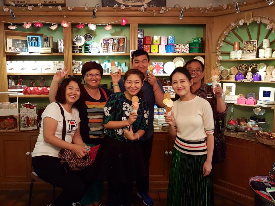 This lovely Chinese family enjoying their time in Oxford - making sure they visit Oxford's top tourist attraction!!!